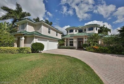 450 Palm Cir W Naples FL 34102
