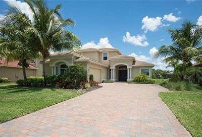 295 Saddlebrook Ln Naples FL 34110