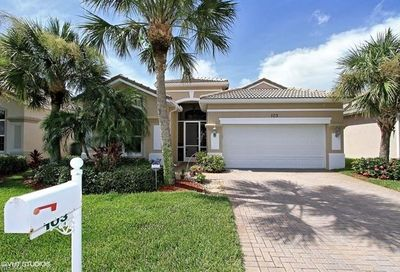 103 Glen Eagle Cir Naples FL 34104