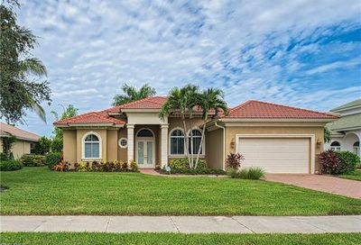 314 Saddlebrook Ln Naples FL 34110