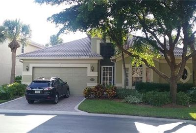 2256 Island Cove Cir Naples FL 34109-0341