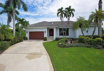 1300 Cobia Ct Naples FL 34102
