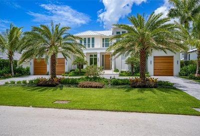 655 16th Ave S Naples FL 34102