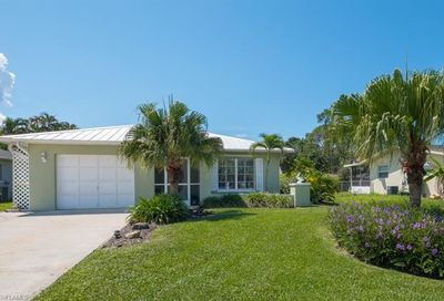 558 102nd Ave N Naples FL 34108