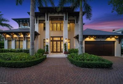 286 3rd Ave N Naples FL 34102