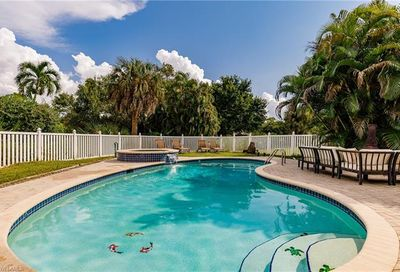 324 Viking Way Naples FL 34110