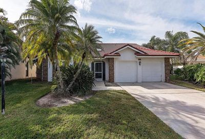 577 Countryside Dr Naples FL 34104
