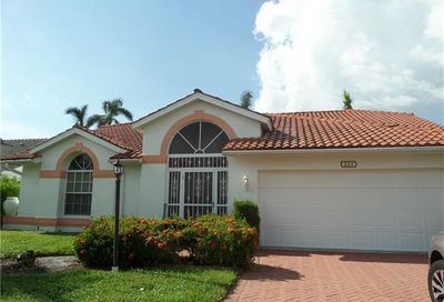 225 Countryside Dr Naples FL 34104