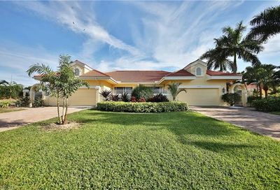 4403 Yacht Harbor Dr Naples FL 34112