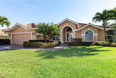 2077 Imperial Cir Naples FL 34110