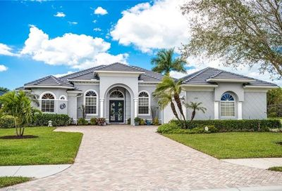 292 Saddlebrook Ln Naples FL 34110