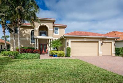 443 Saddlebrook Ln Naples FL 34110