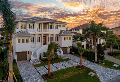 450 Tradewinds Ave Naples FL 34108