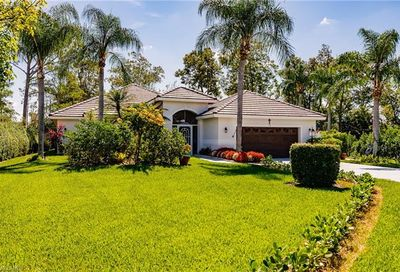 16 Paddington Ct Naples FL 34104