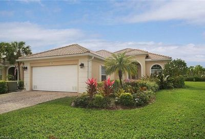 2286 Heydon Cir W Naples FL 34120