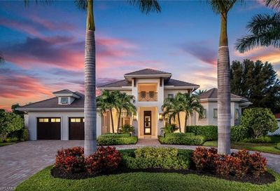 707 Fountainhead Ln Naples FL 34103