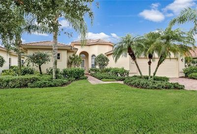 9042 Bronco Ct Naples FL 34113