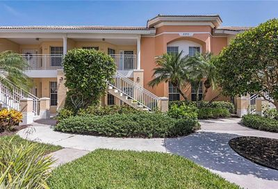 2215 Chesterbrook Ct Naples FL 34109