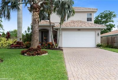 636 102nd Ave N Naples FL 34108