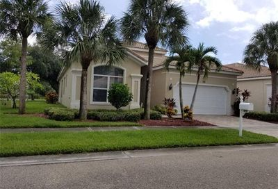 318 Harvard Ln Naples FL 34104