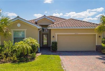 2453 Heydon Cir E Naples FL 34120