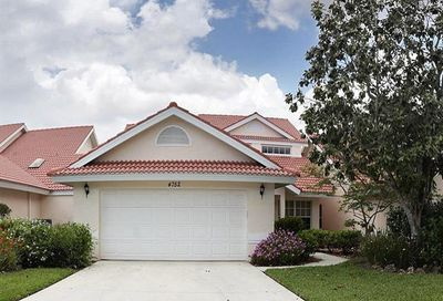 4752 Via Carmen Naples FL 34105