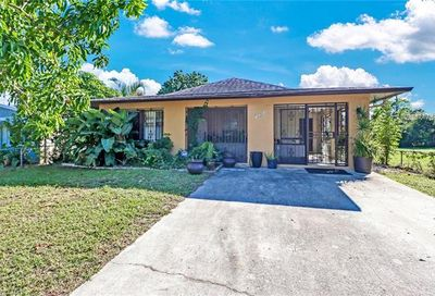 724 102nd Ave N Naples FL 34108
