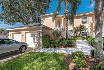 668 Wiggins Lake Dr Naples FL 34110