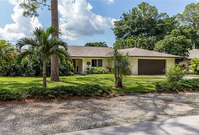 216 Willoughby Dr Naples FL 34110