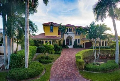 590 17th Ave S Naples FL 34102