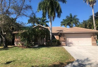 805 Willow Springs Ct Naples FL 34120
