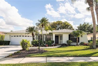 112 Champagne Ct Naples FL 34112