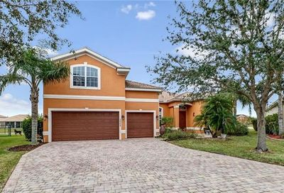 2644 Fishtail Palm Ct Naples FL 34120