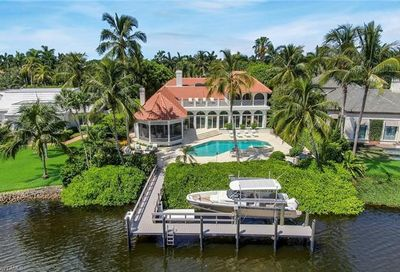 777 Kings Town Dr Naples FL 34102