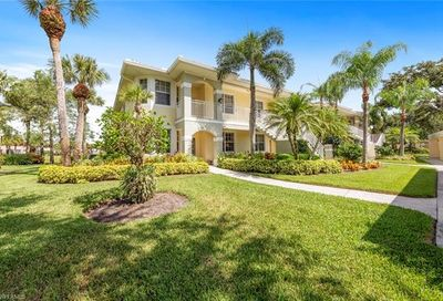 2295 Carrington Ct Naples FL 34109