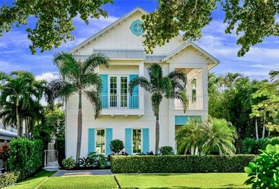 242 2nd Ave S Naples FL 34102