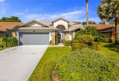 561 Countryside Dr Naples FL 34104