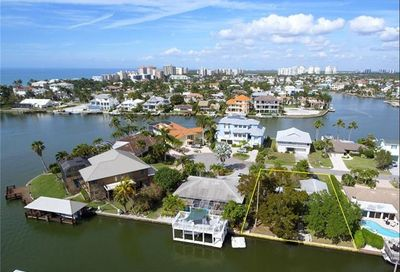 256 Trade Winds Ave Naples FL 34108