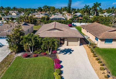 789 93rd Ave N Naples FL 34108