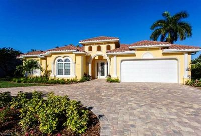 739 Old Trail Dr Naples FL 34103