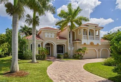 701 Park Shore Dr Naples FL 34103