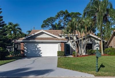 425 Countryside Dr Naples FL 34104