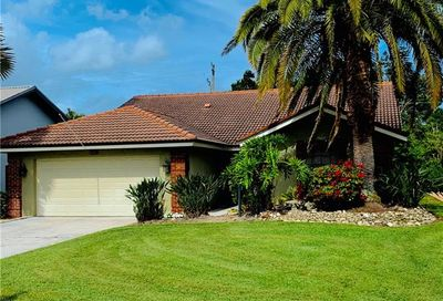 557 Countryside Dr Naples FL 34104