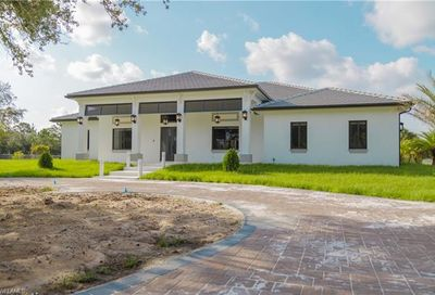 125 37th Ave NW Naples FL 34120