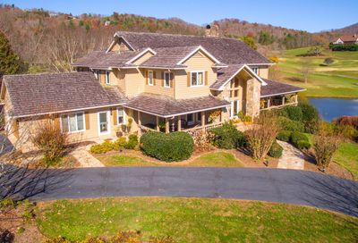 1379 Mountain Harbour Dr. Hayesville NC 28904