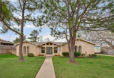 605 Robindale Drive Bedford TX 76022
