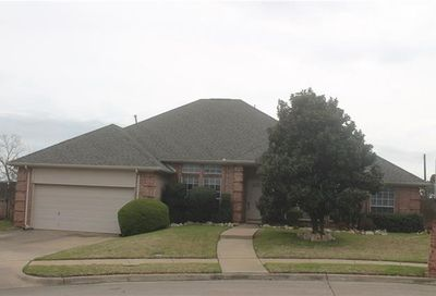 813 Peterstow Drive Euless TX 76039