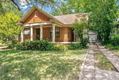 2561 Cockrell Avenue Fort Worth TX 76109