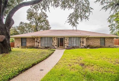 1014 Clear Springs Drive DeSoto TX 75115