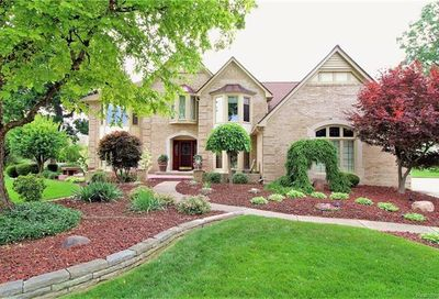 1037 Clear Point Court Bloomfield Twp MI 48304